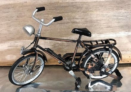 Metal Bike Traditional Bicycle Ornament with Turning Wheels Collectors Piece